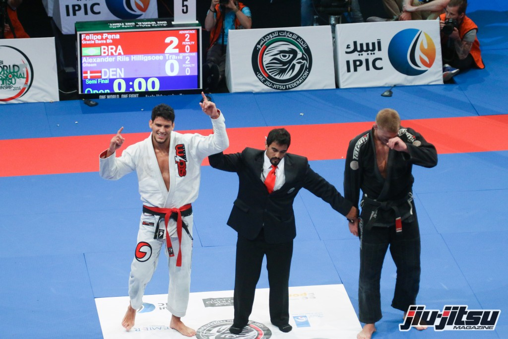 Felipe Pena defeats Alexander Trans by points to advance to the Open Weight Finals.
